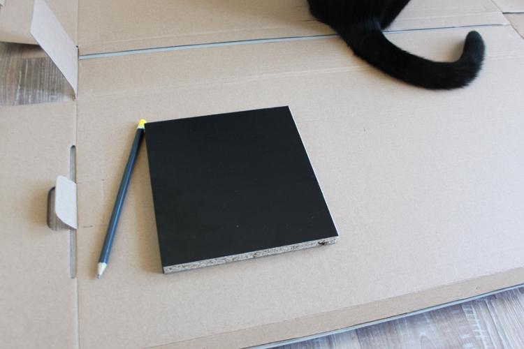 Dessiner le contour de l'étagere sur le carton