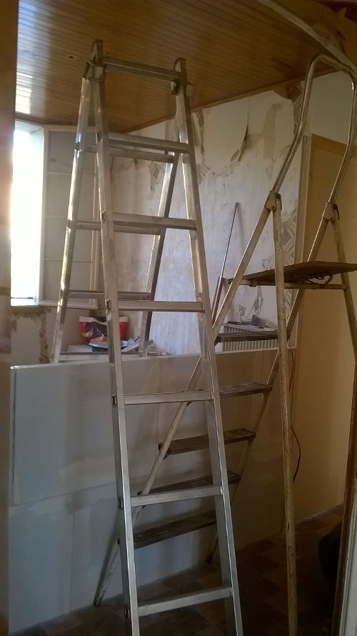 Apres avoir cassé des murs, en ce moment on en monte quelques un!