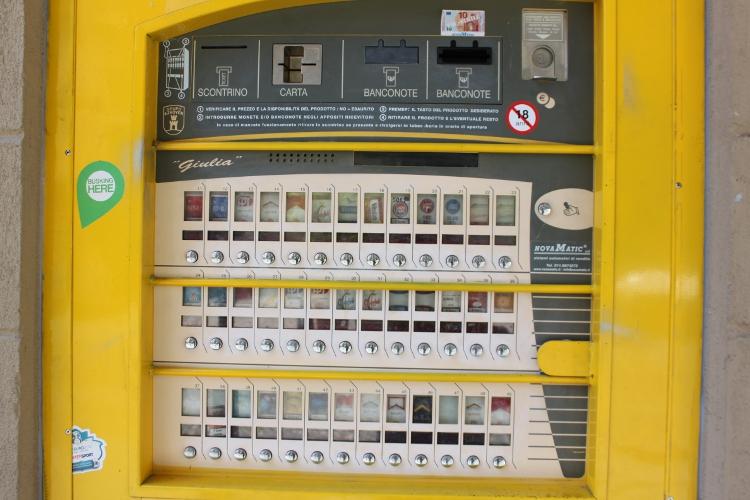 distributeur de cigarettes
