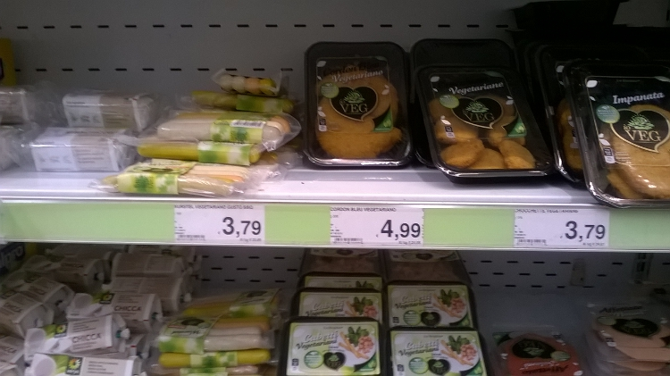 Là bas il y a plein de produits végètariens et végètaliens chez Auchan. Même des fromages végétaux!
